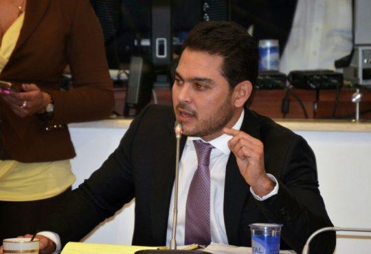 """""""En Colombia es necesaria una Ley de Infanticidio"""" Efraín Torres"""